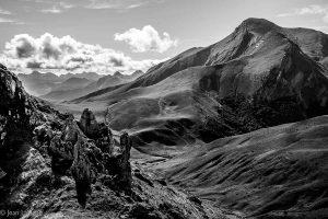L'Orhy. Silouhette puissante et magestueuse de l'Orhy, défiant les pointes acérées de l'Aragon. Toute la montagne basque est là, dans cette force légendaire protégeant les paturages les plus élevés et actifs de la chaine.